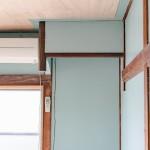 2階の1部屋は断熱リノベ済み(壁は青に塗装)
